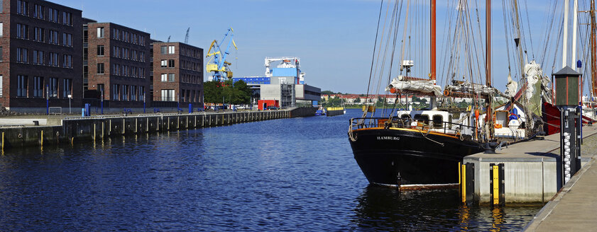 Germany, Mecklenburg Western Pomerania, View of Wismar harbour - HOH000210