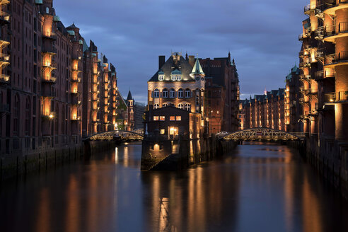 Germany, Hamburg, View of water castle - BST000094