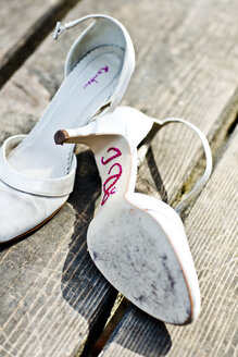 Germany, Bavaria, Tegernsee, Abandoned wedding shoes on jetty - RFF000095
