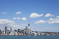 New Zealand, Auckland skyline seen from North Shore - GW002397