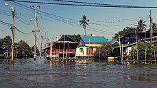 Thailand, Bangkok, View of houses at Khlong Canal - GF000237