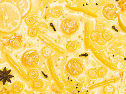 Surface of yellow sauce, close-up - CHF000065