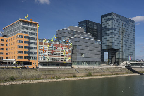Germany, North Rhine Westphalia, Duesseldorf, View of media harbour buildings - HHE000056