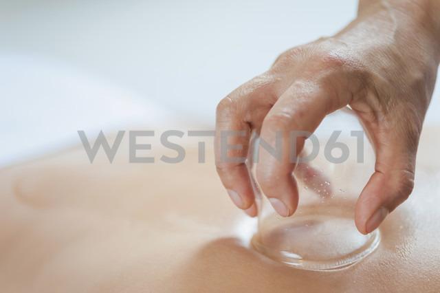 Traditional Chinese Medicine, TCM, female therapist - MJF000364 - Jana Mänz/Westend61
