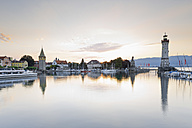 Germany, Bavaria, View of lighthouse at Lindau - MSF002993