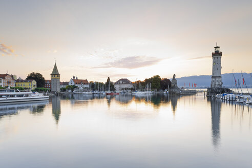 Germany, Bavaria, View of lighthouse at Lindau - MSF002993