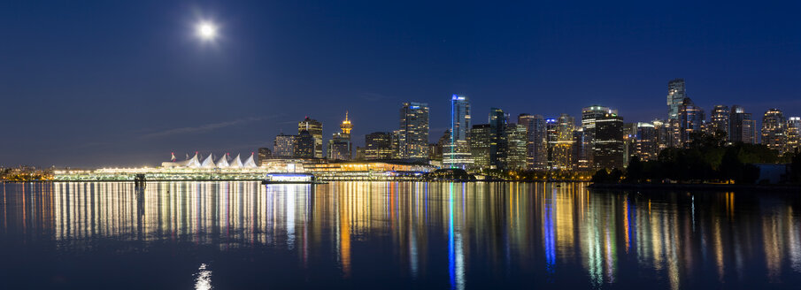 Canada, British Columbia, Vancouver, View of city skyline at night with full moon - FOF005189