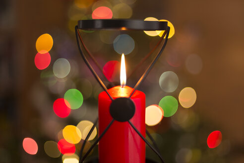 Christmas decoration, detail of red candle - MAB000160