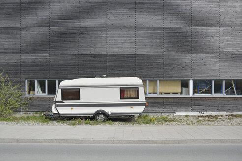 Caravan and wooden wall - AX000483