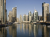 United Arab Emirates, Dubai, Dubai Marina, yacht harbour with skyscrapers - BSCF000372