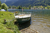 Austria, Carinthia, Nock Mountains, Gegendtal, Afritzer See, boat named Kaernten lying at lakeshore - SIE004367