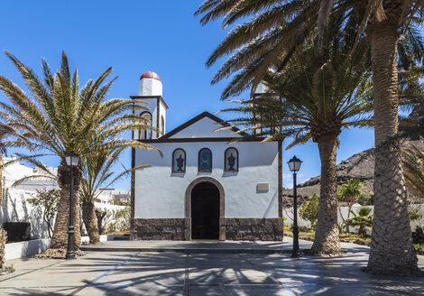 Spain, Canary Islands, Gran Canaria, View of church of Nuestra Seniora in Puerto de las Nieves - MAB000163