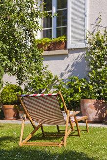 Germany, Stuttgart, Sun lounger in garden - WDF001959