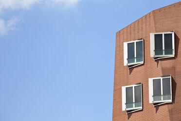 Germany, North Rhine-Westphalia, Dusseldorf, View of Gehry Buildings at Media Harbour - WI000018