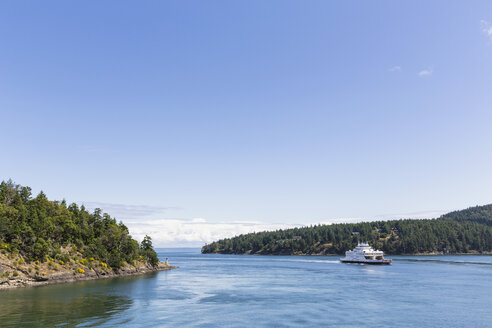 Canada, British Columbia, Vancouver Island, Ferry on the Inside Passage - FO005271