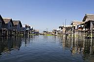 Myanmar, View of fishing village at Lake Inle - DR000173