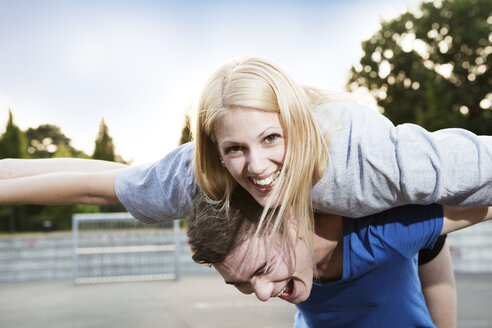 Young man giving his girlfriend a piggyback - FEXF000026