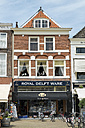 Netherlands, Delft, Souvenir shop in the old town - EL000435