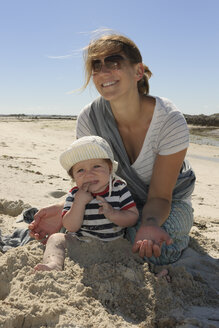 France, Bretagne, Landeda, Mother and baby boy on the beach - LA000136
