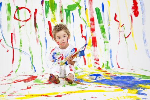 Toddler with paint brushes - MVC000033