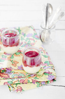 Semolina porridge with raspberry puree in glasses - CZF000090