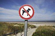 Germany, Lower Saxony, East Frisia, Langeoog, sign No dogs allowed - JATF000305