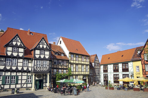 Germany, Saxony-Anhalt, Quedlinburg, square with view at Klopstock Museum - ALE000069