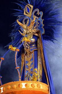 Brasil, Rio de Janeiro, Carnival, Samba dancer in costume - FLK000008