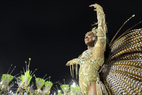 Brasil, Rio de Janeiro, Carnival, Samba dancer in costume - FLK000016