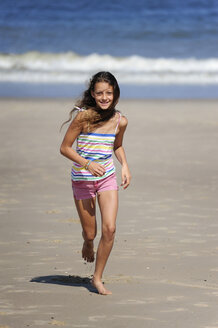 Holland, Zeeland, Domburg, girl running on the beach - MIZ000399