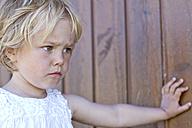 Denmark, Ringkoebing, sad little girl - JFE000204