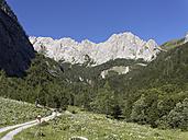 Austria, Carinthia, Carnic Alps, Hiker at Biegengebirge - SIEF004433