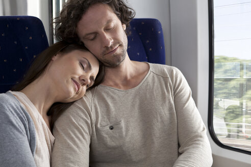 Relaxed couple in a train - KFF000240