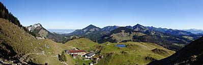 Austria, Tyrol, Inntal, Kranzhorn lodge, mountain pasture Kranzhorn in front of Heuberg, Hochries, Spitzstein and the mountains around Reit im Winkl - LB000272