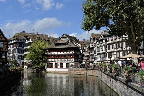 France, Bas-Rhin, Strasbourg, La Petite France, view to Maison des Tanneurs - LB000287