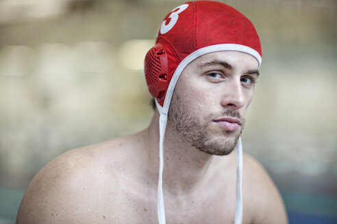 Water polo player outside pool, portrait - SEF000055