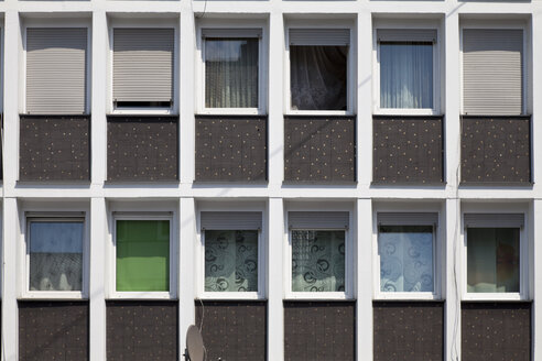Germany, North Rhine Westphalia, part of facade of an apartment building - WIF000099