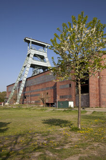 Germany, North Rhine Westphalia, Ruhr area, Herten, Hoheward tip, abandoned colliery Ewald with shaft tower - WI000097