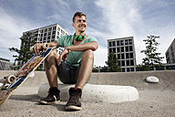 Germany, Bavaria, Munich, Young man with skateboard - RBF001379