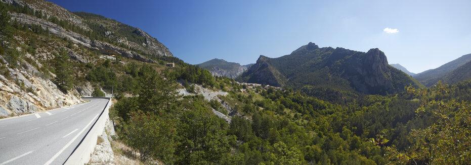 France, Alpes-de-Haute-Provence, Route Napoleon near by Entrevaux - DHL000089