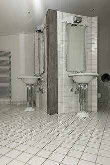 Bathroom in a modern villa - LA000195