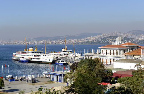 Turkey, Istanbul, Harbor of Buyukada in Sea of Marmara - LH000282