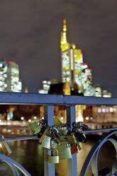 Germany, Hesse, Frankfurt, love locks at the railing of footbridge Eiserner Steg - AMF000970