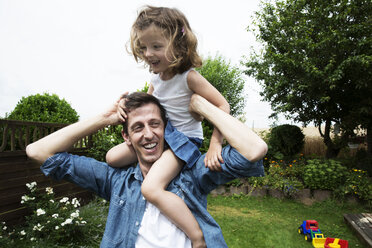 Father with his little daughter on his shoulders - JATF000418
