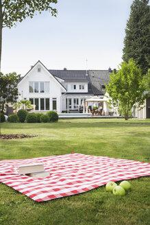 Germany, Cologne, Booksand apples on blanket in garden - PDF000553