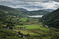 Great Britain, Wales, Nant Gwynant, Llyn Gwynant im Snowdonia National Park - ELF000561