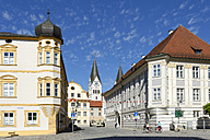 Germany, Bavaria, Upper Bavaria, Eichstaett, Pater-Philipp-Jeningen-Platz with the towers of the cathedral - LB000389