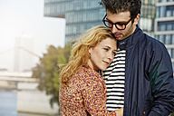 Germany, Dusseldorf, Young couple embracing - STKF000432