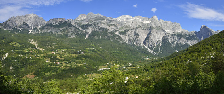 Albania, view towards Theth, Theth valley, National Park and Radohima and Arapi peak - ES000631