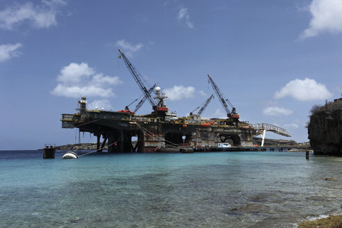 Curacao, Willemstad, Oil rig under repair - RD001195